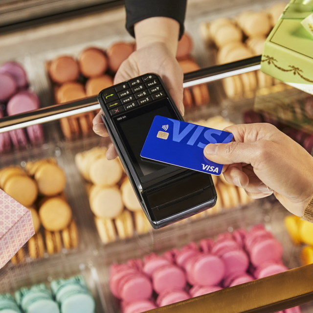 Paying for macaroons with contactless card